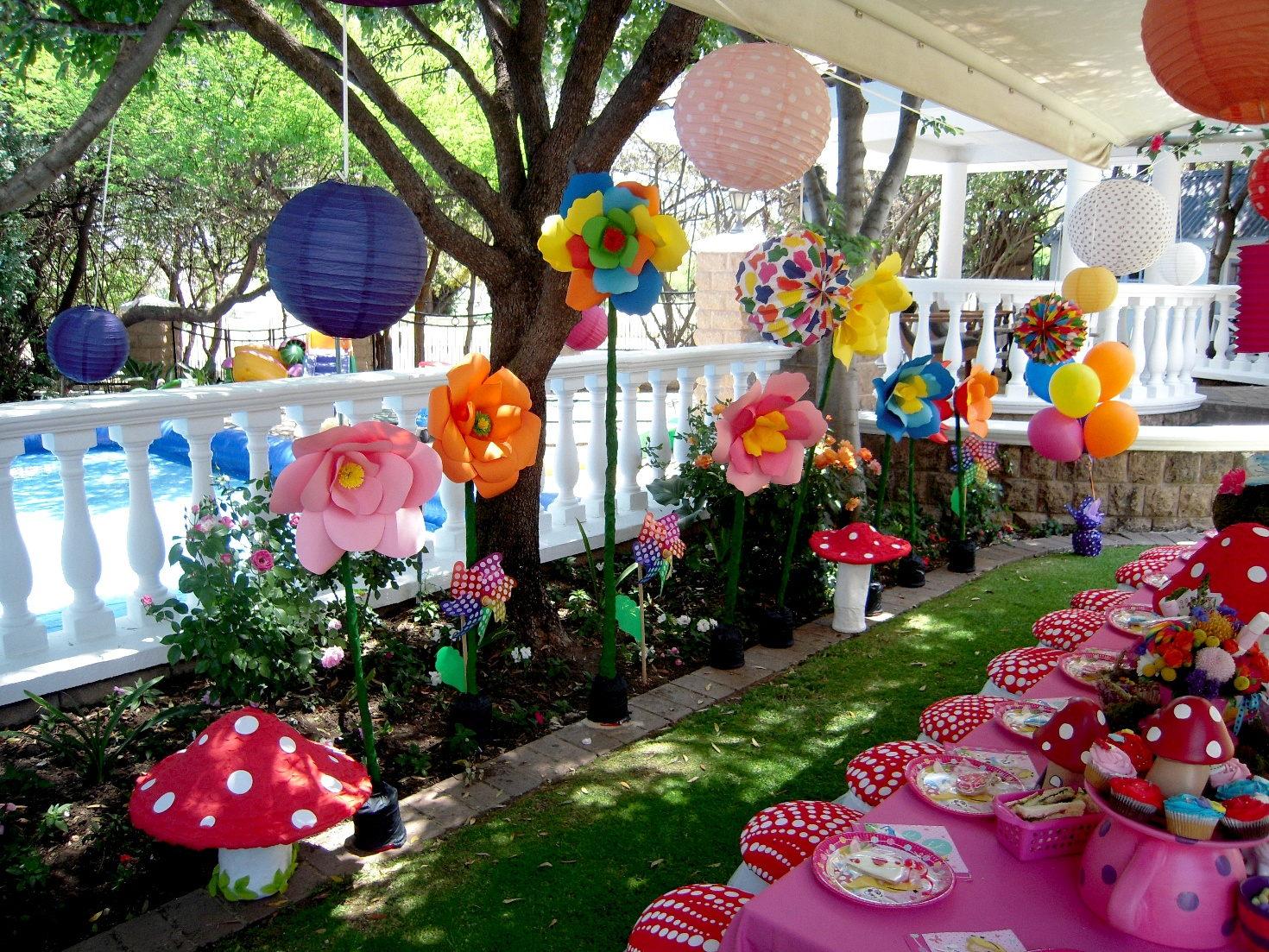 Alice in wonderland hedgehog lane themed party decor for Alice in wonderland decoration